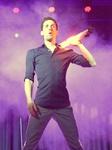 Mann auf der Bühne